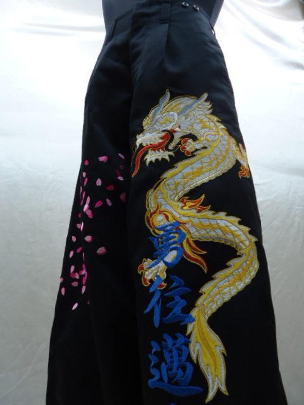 卒ラン刺繍 黒ニッカパンツへの龍1の刺しゅう